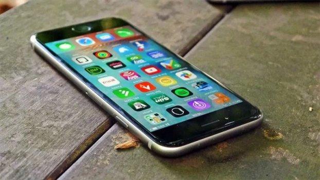 Apple, iPhone 7 Öncesi Modellerin Fişini Çekiyor